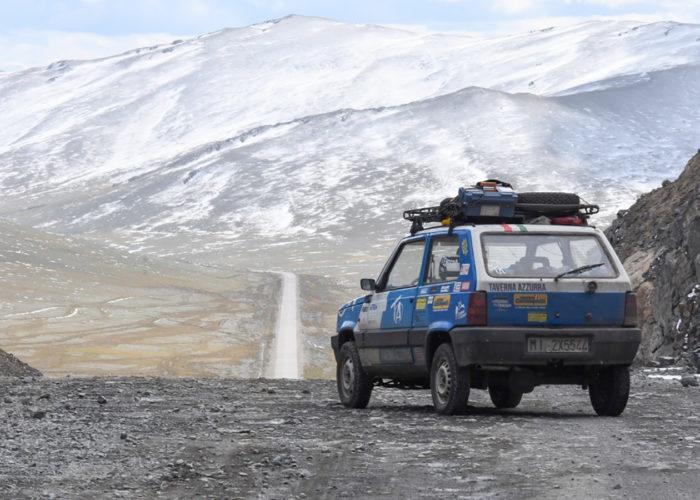 Al volante di un Pandino. Da Palermo a Pechino, con il racconto che corre su Instagram