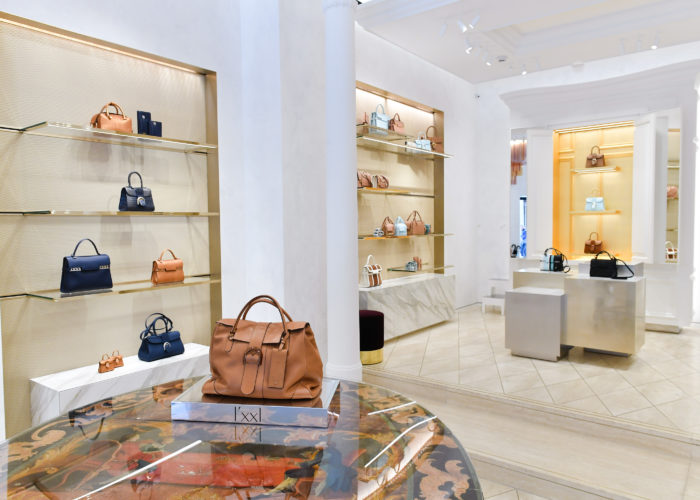 From Belgitude to La Dolce Vita, Delvaux opens in Rome with the Magritte bags