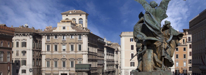 Restituito a Roma il palazzo col balconcino verde. Citofonare Bonaparte
