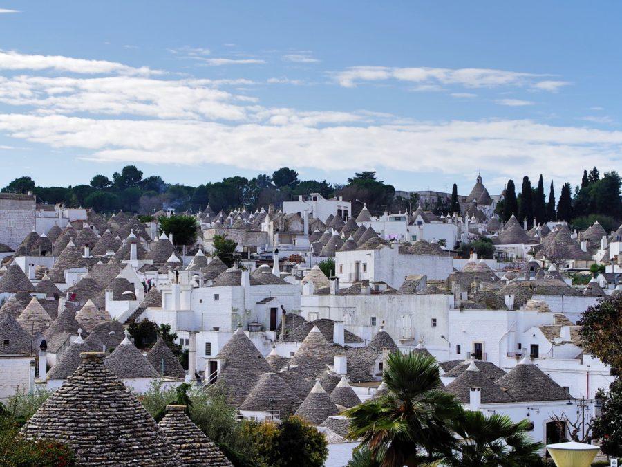 Turismo 2020. L'estate italiana secondo Airbnb e Amazon con Lonely Planet, i consigli degli influencer