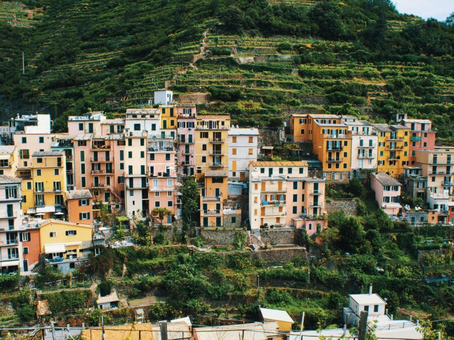 Mille località da scoprire. Viaggiare per credere, curiosità e primati in giro per l'Italia