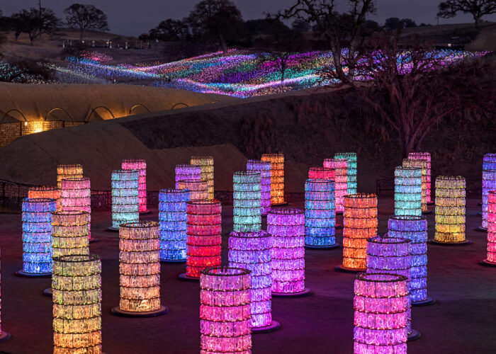 Fields that light up and towers of iridescent bottles. The magic of the art of Bruce Munro